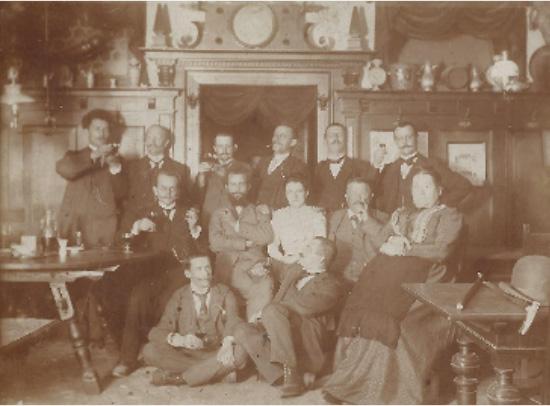 Veronika Dressel mit Gästen, um 1890